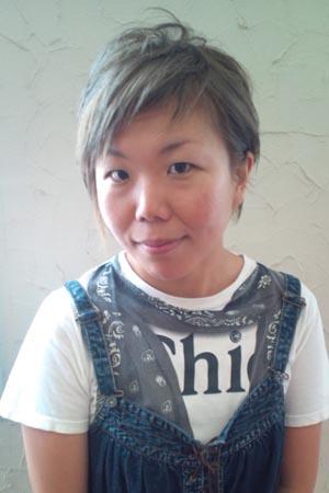 小松在住北海道達人。coolなカラーとアシメでパンキッシュショート。